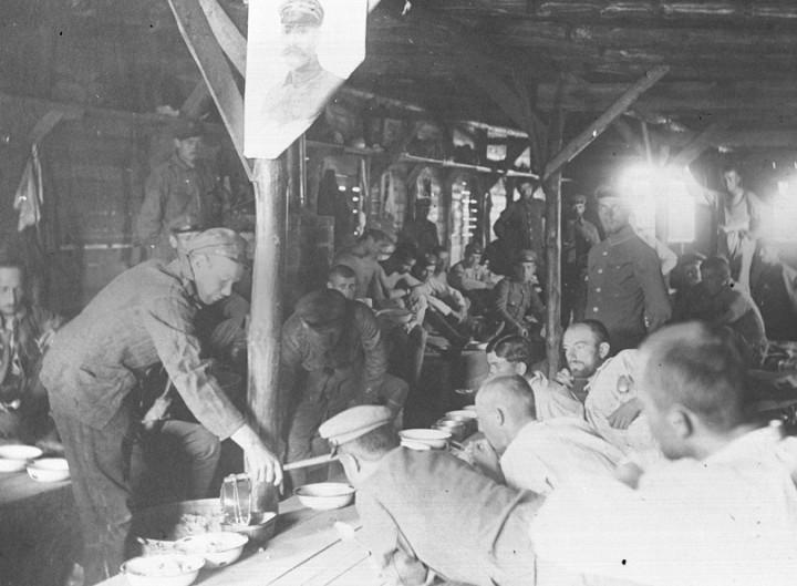 2 Posiłek w baraku