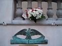 Tablica pamiątkowa Polskiego Sejmu Dzielnicowego na kinie Apollo w Poznaniu